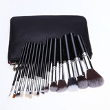 Set van 15 make-up kwasten in zwart lederen tasje_