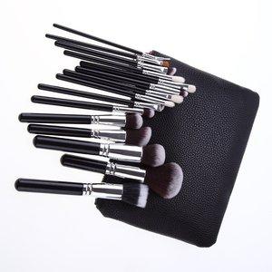 Set van 15 make-up kwasten in zwart lederen tasje
