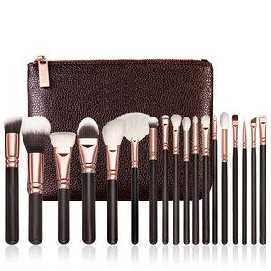 Set van 18 make-up kwasten in bruin lederen tasje